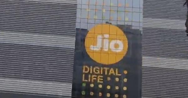 Indiens rigeste mand vil bygge verdens næste tech-gigant...
