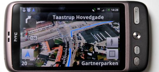 36c6faddd58 Har du en Android-telefon, kan du få gratis navigation via Google Maps, som  du ser på billedet her. Men du kan også bruge Waze, der både findes til  Android ...